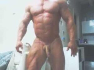 Gay Bodybuilder Posing Naked Cam